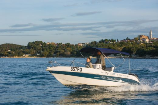 Motorboat Marine 19 for hire