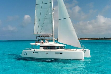 Hire Catamaran Lagoon Lagoon 52 F Marsh Harbour
