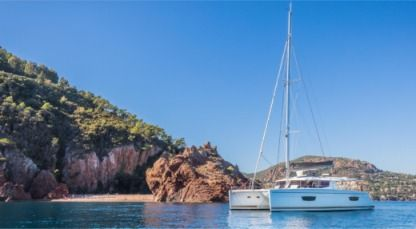 Charter Catamaran Fountaine Pajot Helia 44 Cannes
