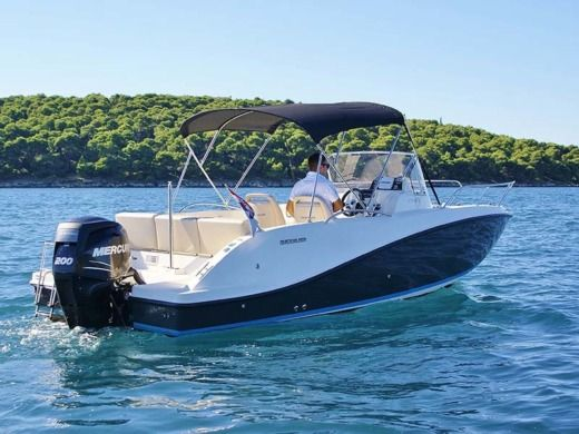 Motorboat Quicksilver 675 Activ peer-to-peer