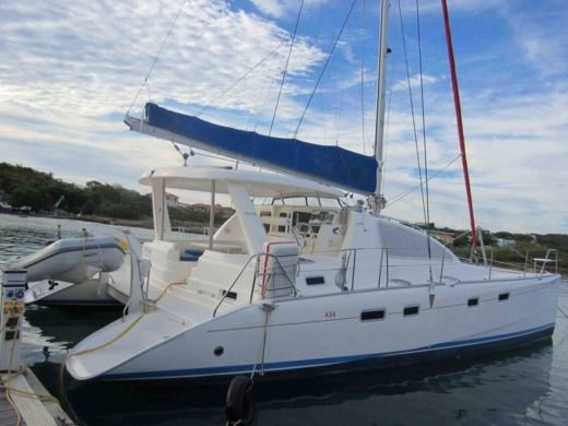 Catamaran Robertson & Caine Leopard 43 for hire