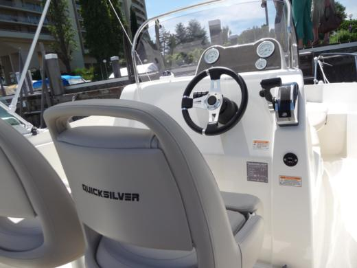 QUICKSILVER OPEN ACTIV 555 in Cannes peer-to-peer