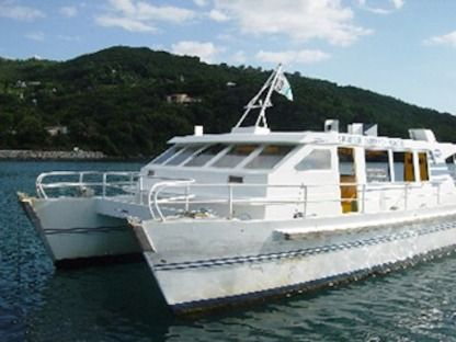 Charter Motorboat Catamaran 30 Places Deshaies
