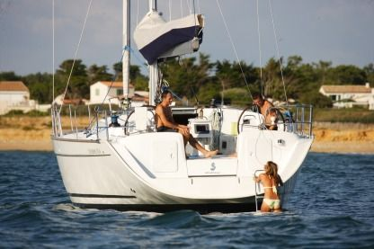 Rental Sailboat Beneteau Cyclades 50.5 Gzira