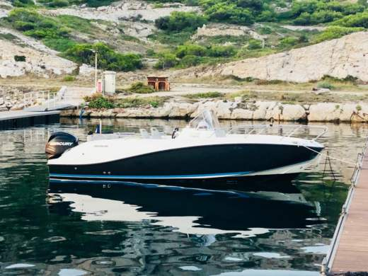 Motorboat Quicksilver 675 Activ 200 Ch for hire