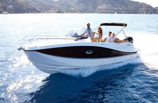 Quicksilver 755 Sundeck Luxury in Makarska