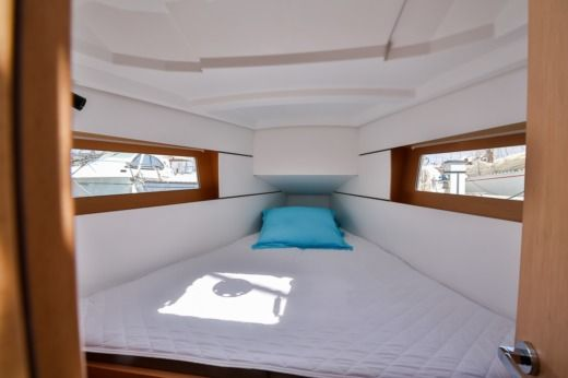 Sailboat BENETEAU OCEANIS 35 peer-to-peer