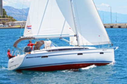 Hire Sailboat Bavaria Cruiser 37 Split