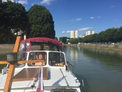 Valkkruiser 11 M in Paris peer-to-peer