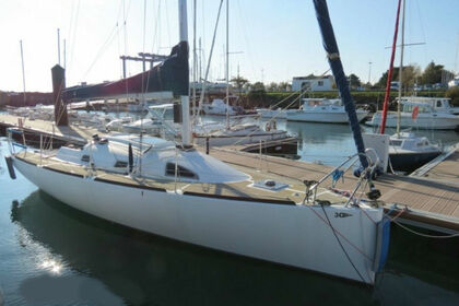 Hire Sailboat 3 C composites Bongo 960 La Ciotat