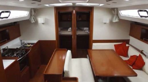 Sailboat Beneteau Oceanis 50 peer-to-peer