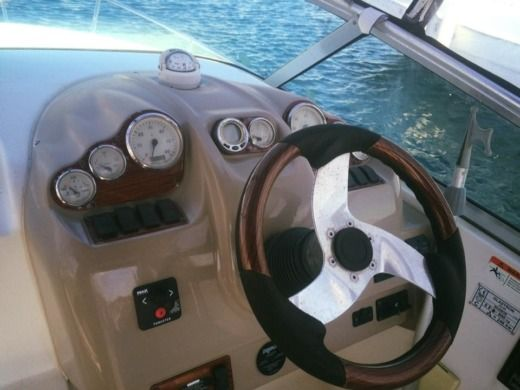 Motorboat Glastron Gs 259 for hire