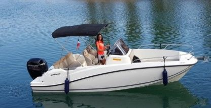 Rental Motorboat Quicksilver 605 Open 150 Cv 2018 Fréjus
