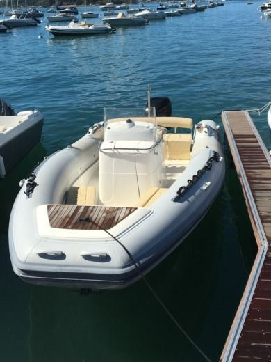 Motorboat KELT SeaHawk for hire