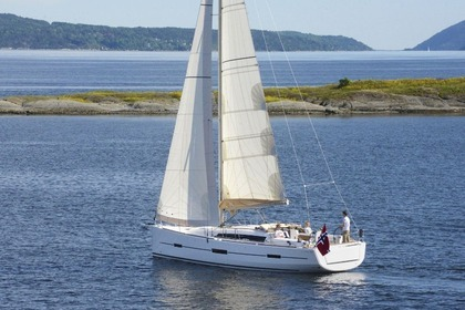 Hire Sailboat DUFOUR 412 Grand large Pomer