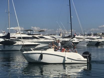 Charter Motorboat Quicksilver 605 Activ 150 Cv Open Full Options Saint-Raphaël