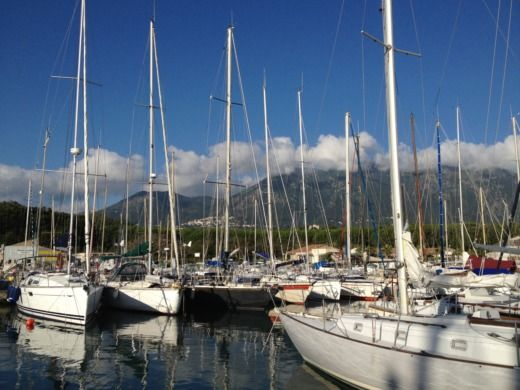 HUNTER 33 E in Santa-Maria-Poggio for hire