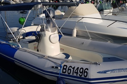 Hire Motorboat Zodiac Medline Sundream Sari-Solenzara