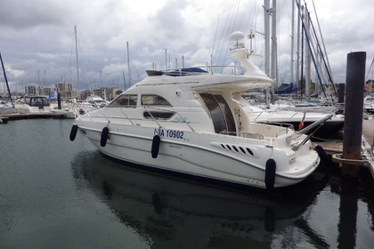 Rental Motorboat SEALINE 330 Le Verdon-sur-Mer