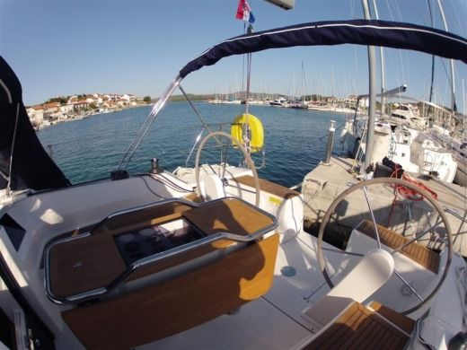 Sailboat Hanse Hanse 385 for hire
