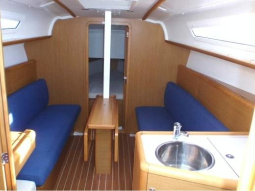 Sailboat JEANNEAU SUN ODYSSEY 30 for hire