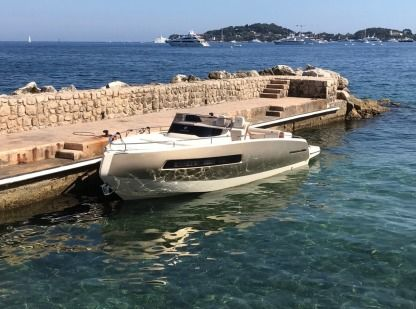 Charter Motorboat Invictus 280 Gt Beaulieu-sur-Mer