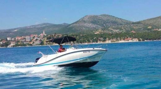 Quicksilver 605 Activ Open in Trogir