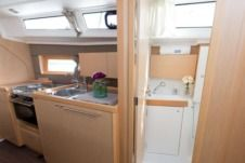 Sailboat Beneteau Oceanis 38