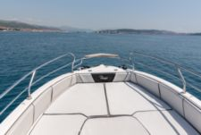 Motorboat Ranieri Voyager 23S for hire