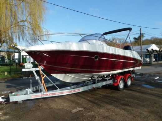 Motorboat BENETEAU 750 SD Rubis for hire