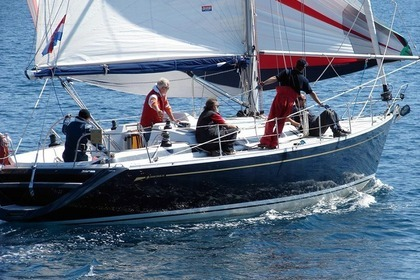 Hire Sailboat GRAND SOLEIL 43 Šibenik