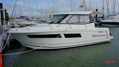 Rental Motorboat Jeanneau Merry Fisher 855 La Rochelle