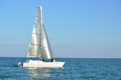 Charter Catamaran Stiletto 27' Key Largo