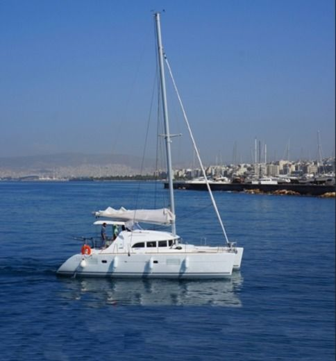 Lagoon 380 S2 in Athens for rental