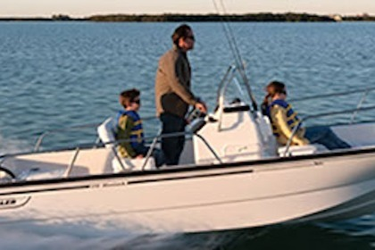 Hire Motorboat BOSTON WHALER MONTAUK 17 Île-aux-Moines