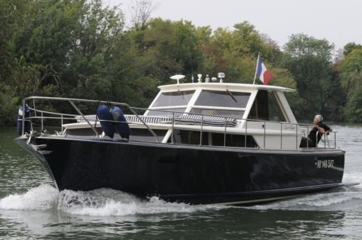 Motorboat CHRIS CRAFT Commander 38 for hire