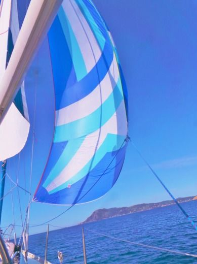 Charter sailboat in Toulon