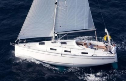 Charter Sailboat Bavaria Cruiser 32 Trogir