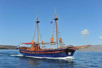 Location Voilier Wooden Sailboat Agios Nikolaos Santorin