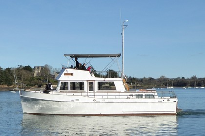 Rental Motorboat GRAND BANKS 42 Classic Saint-Malo