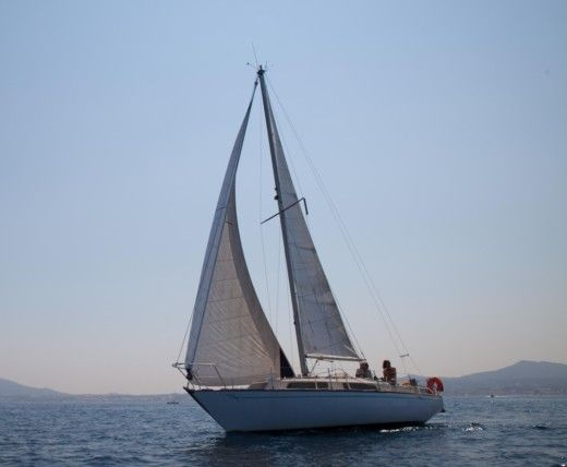 Charter sailboat in Six-Fours-les-Plages peer-to-peer