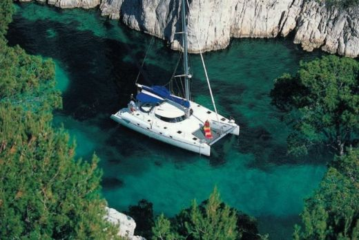 Charter catamaran in Marseille peer-to-peer