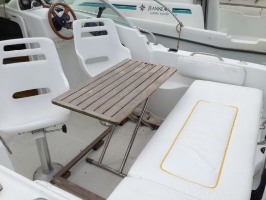 Charter motorboat in Saint-Cast-le-Guildo peer-to-peer