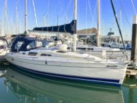 Sailboat Legend 33 for hire