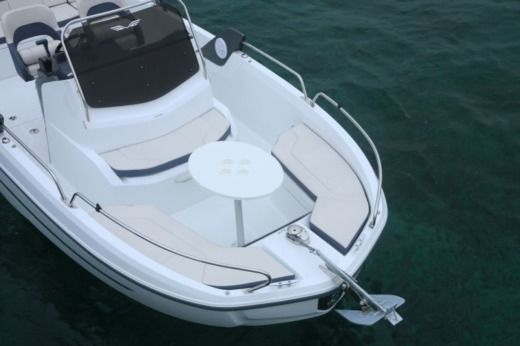 Motorboot BENETEAU FLYER 6 SPACE DECK zu vermieten