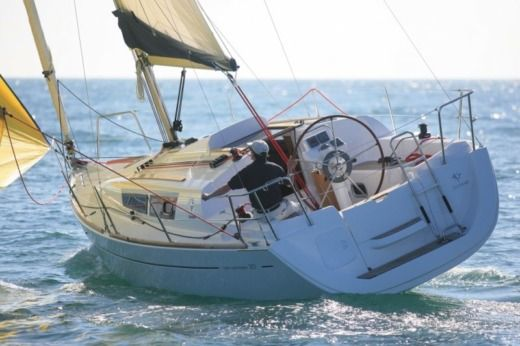 Sailboat Jeanneau Sun Odyssey 30i peer-to-peer