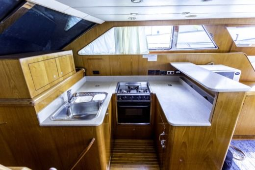 Motorboat Horizon 56 for hire
