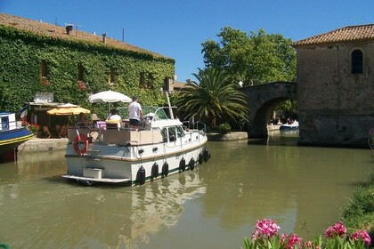 Hire Motorboat LINSSEN Grand Sturdy 30.9 AC Vermenton