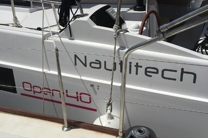 Location Catamaran NAUTITECH Open 40 Ellinikó