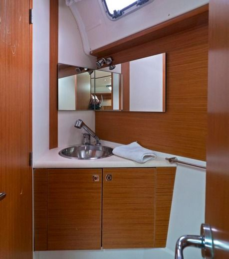 Sailboat Jeanneau Sun Odyssey 49I Luna Ii for rental